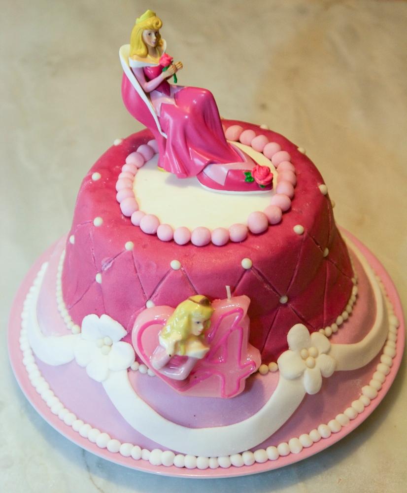 Les gâteaux d'anniversaire et la décoration en pâte à sucre (4/6)
