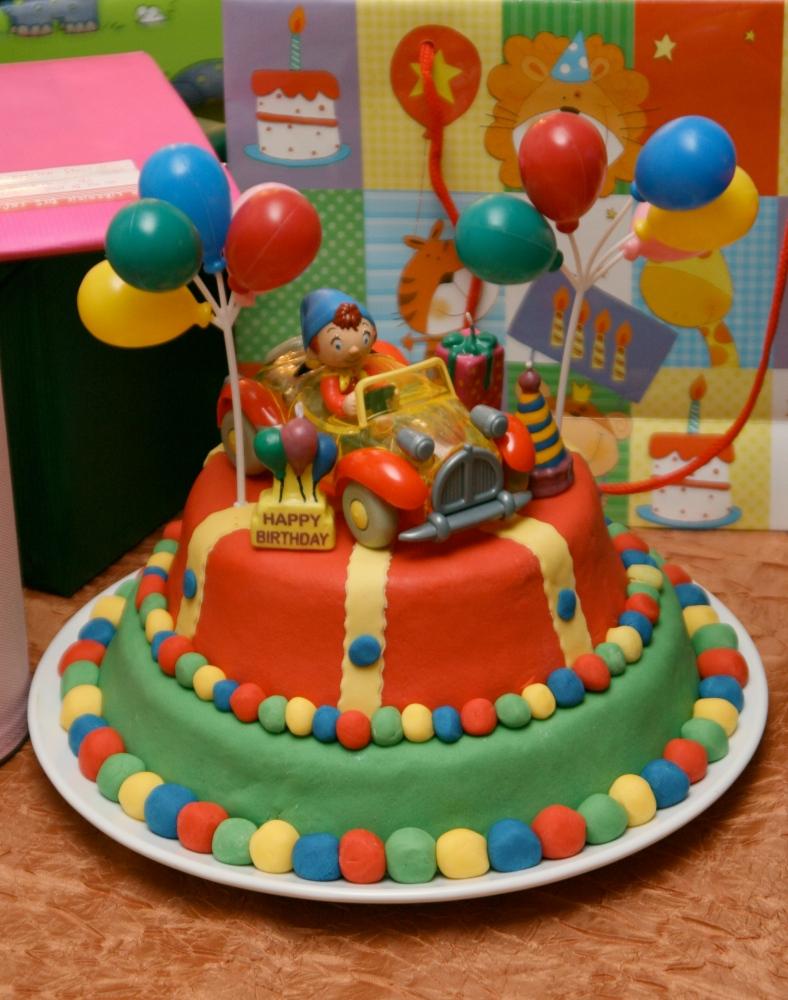 Les gâteaux d'anniversaire et la décoration en pâte à sucre (1/6)
