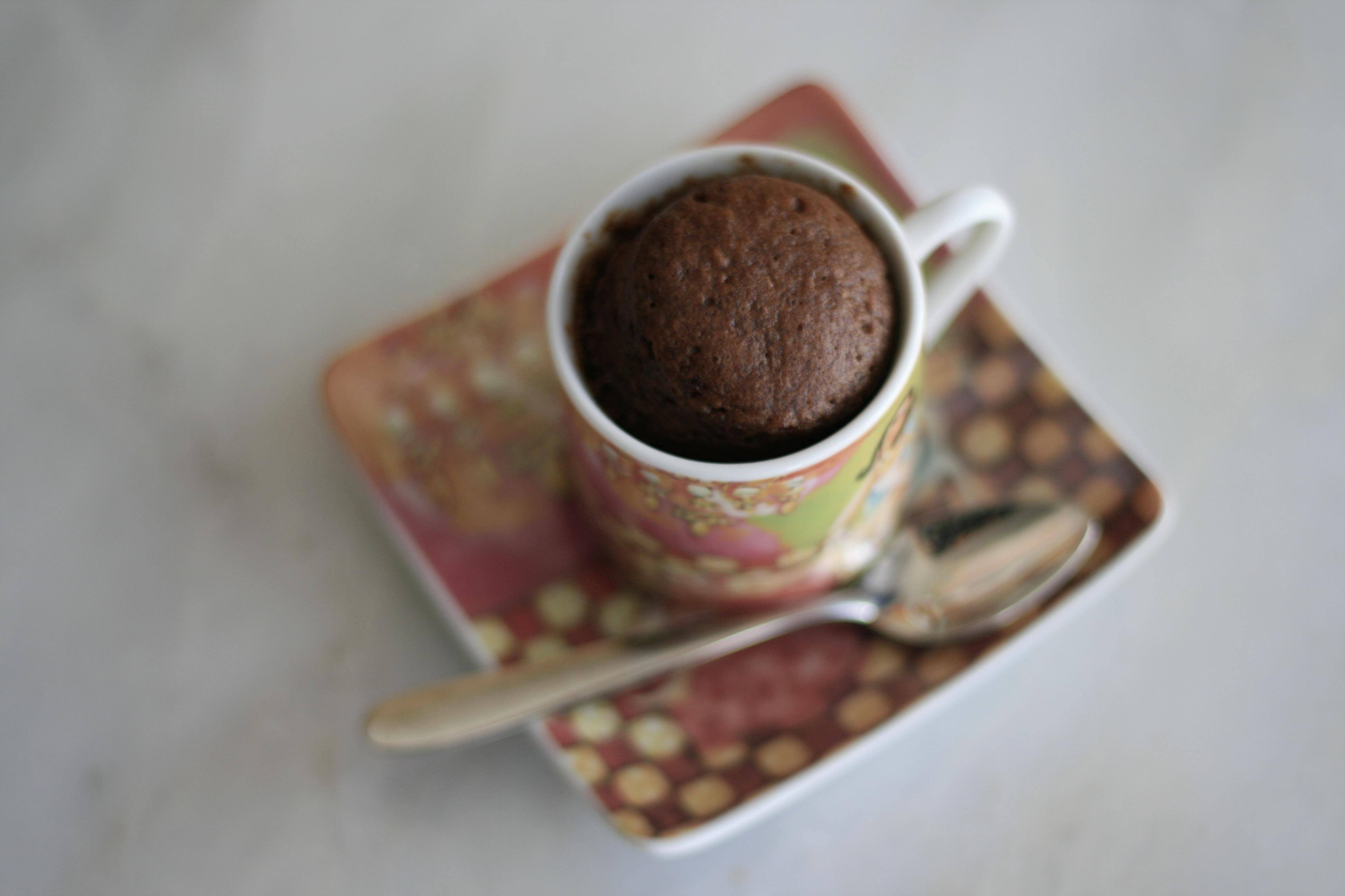 Recette de g teau au chocolat et pistaches express en tasse les d lices d 39 ana s - Gateau dans une tasse ...
