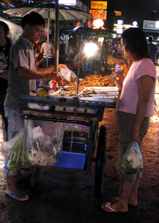 Anaïs-voyage-dans-son-assiette_009_Thailande_01_marché-nuit-insectes