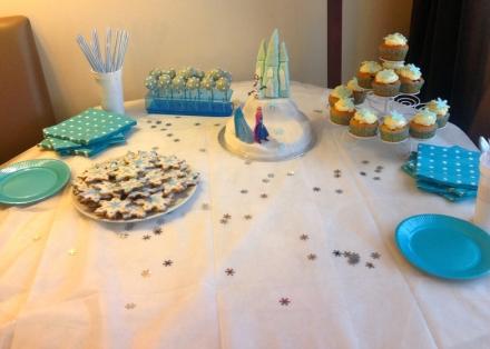 LDdA_Anniversaire_Frozen-reine-des-neiges-Disney-sweat-table