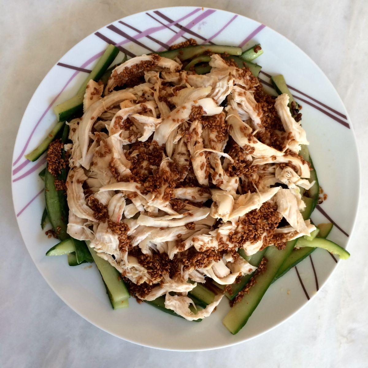 salade fra che de poulet et concombre la sauce s same les d lices d 39 ana s. Black Bedroom Furniture Sets. Home Design Ideas