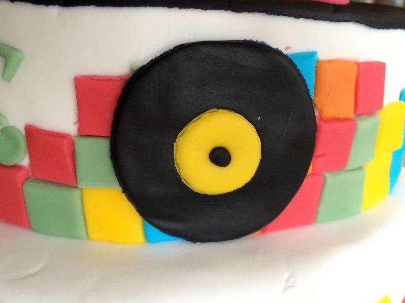 LDdA_Tutoriel_Gateau_anniversaire_annees_80_Mini_vinyle