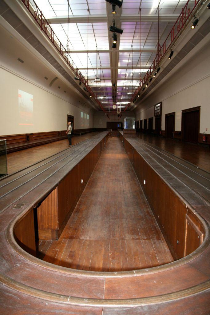 La_cite_de_la_mer_Expo_Titanic_Salle_bagages_comptoir