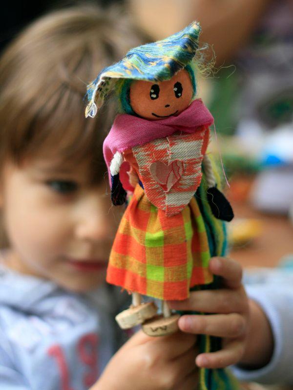 LDdA_Festival_PotesdeMarmots_J1_Atelier_ConsomActeur_LesFaiseursdeReves_marionnette