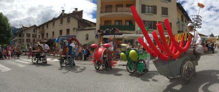LDdA_Festival_PotesdeMarmots_J1_Spectacle_déambulation_recyclable_Pourkoapas_02