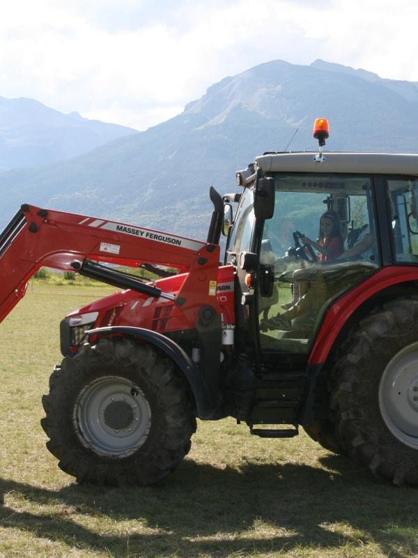 LDdA_Festival_PotesdeMarmots_J3_tracteur_Ferme_des_4_vents