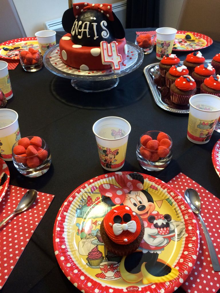 LDDA_Anniversaire_Minnie_Sweat_table_03