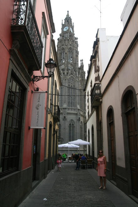 ldda_canaries_nord_arucas_cathedrale_rue