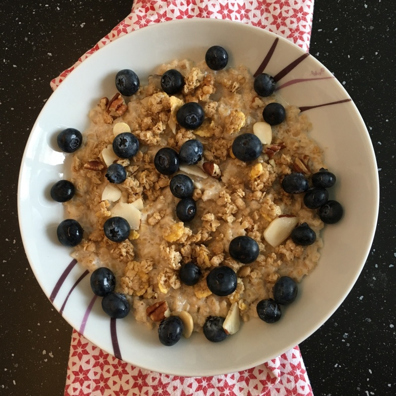 ldda_recette_porridge_amande_myrtilles_noix